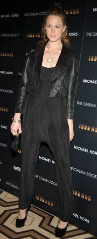 Kim: Elettra Wiedemann Ne Giyiyor: Vintage ceket, Stine Goya tulum, Irene Neuwirth kolyeNerede: New York Tribeca Grand Otel'de The Cinema Society ve Michael Kors'un ev sahipliğini yaptığı 'Iron Man' filminin gösteriminde